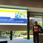 (v.l.n.r.) Jan Betzing und Katrin Bardow präsentieren Projektergebnisse